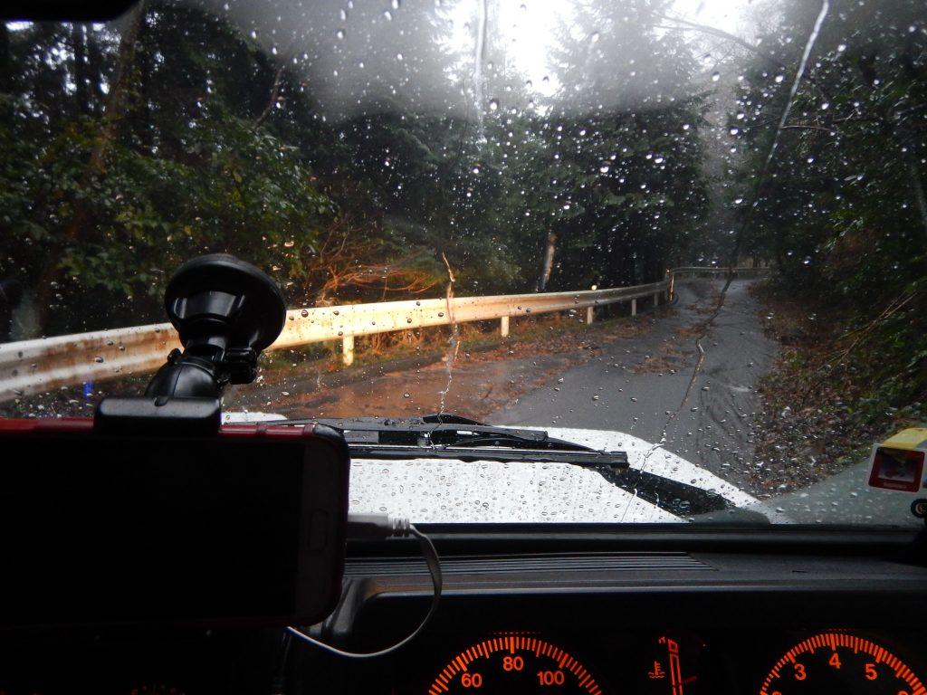 大雨の中、弟とジムニーで山に行く